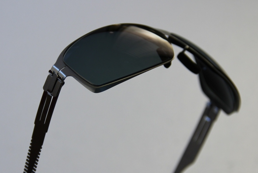Beispiel aus unserer Werkstatt: ic-berlin mit durchgebogenen Gläsern mit -6,0 Dpt.